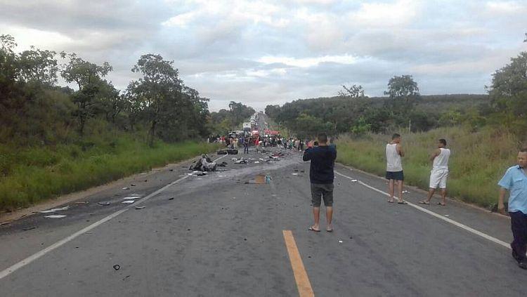 Acidente mata sete pessoas e deixa 39 feridos na BR-251, em Minas Gerais