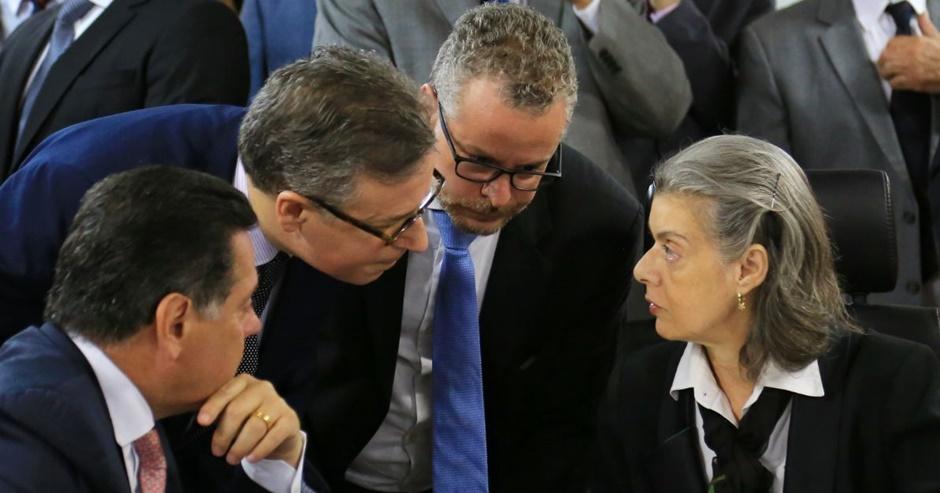 Cármen Lúcia participa de reunião em Goiás para discutir sistema penitenciário