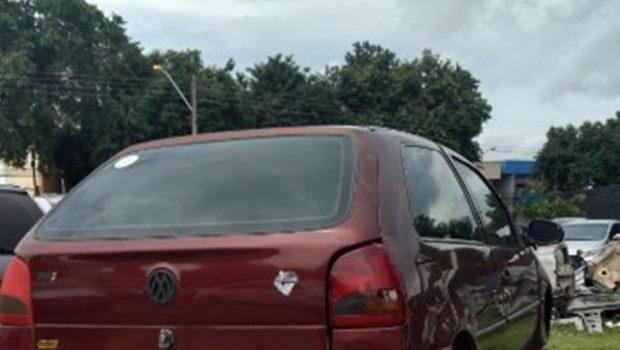 Três homens são presos jogando peças de carro furtado em córrego de Goiânia