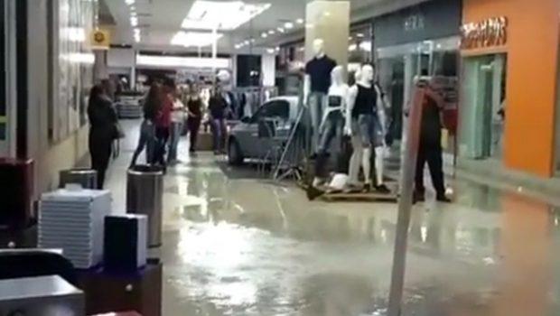 Chuva causa alagamento em ruas e shopping de Goiânia