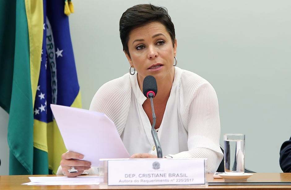 Grupo de advogados recorre ao STF contra posse de Cristiane Brasil