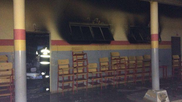 Escola pega fogo no bairro Independência Mansões, em Aparecida de Goiânia