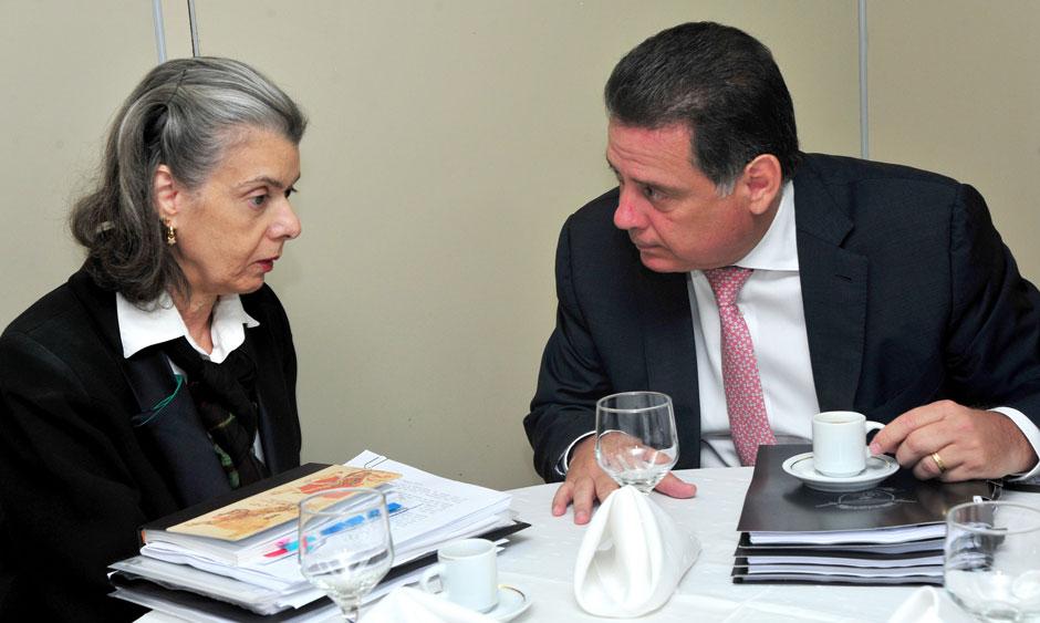 Cármen Lúcia e Perillo se reúnem para discutir crise prisional em Goiás