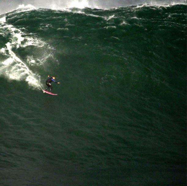 Brasileira pode ter surfado a maior onda da história, de 24,3 metros