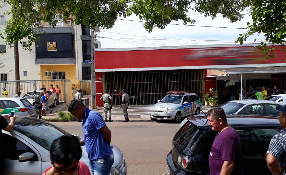 Homem é morto com mais de 15 tiros no Setor Sudoeste, em Goiânia; vídeo mostra o momento da execução