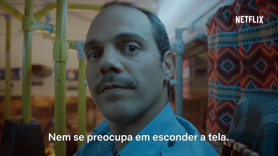 """Netflix faz campanha contra """"maratonar"""" em público"""