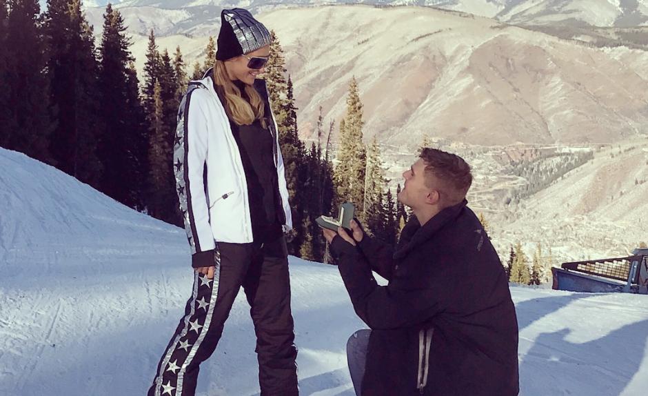 Paris Hilton fica noiva do ator Chris Zylka