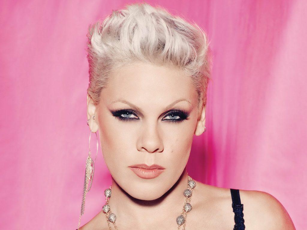 Cantora Pink é hospitalizada na Austrália