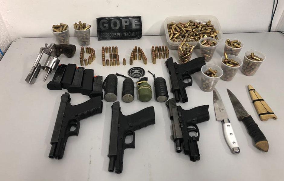 Vistoria em presídio palco de rebelião apreende armas, munições e até granada em Aparecida de Goiânia
