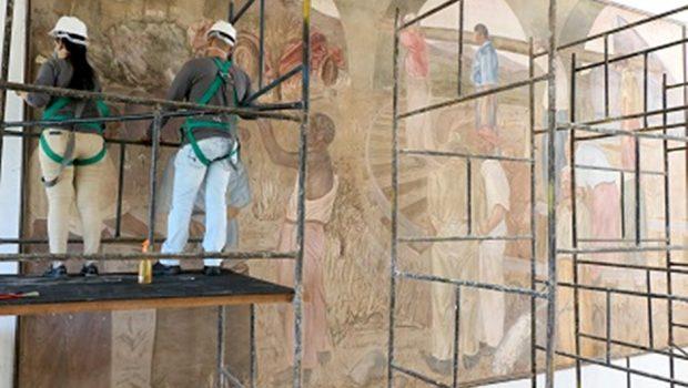 Obras na Estação Ferroviária começam com restauração dos painéis de Frei Confaloni