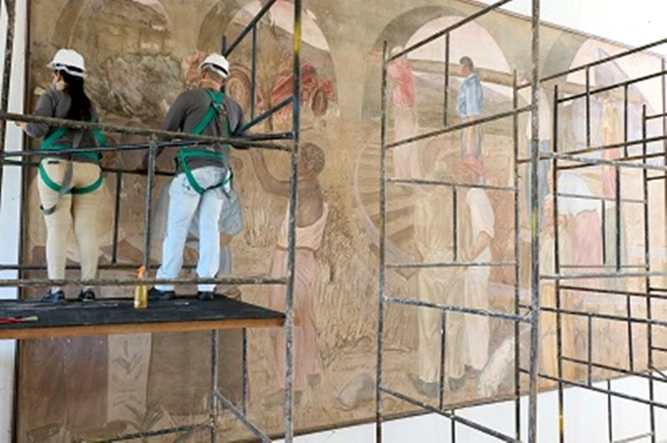 951af3d73 Painéis pintados por Frei Confaloni na Estação Ferroviária de Goiânia.  (Foto: Prefeitura de