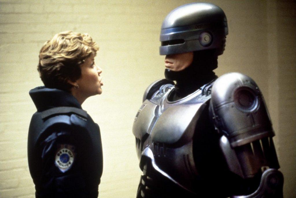 Roteirista confirma que fará novo Robocop