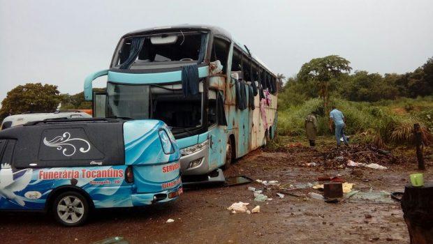 Ônibus capota, mata 7 pessoas e deixa ao menos 11 feridos no Tocantins