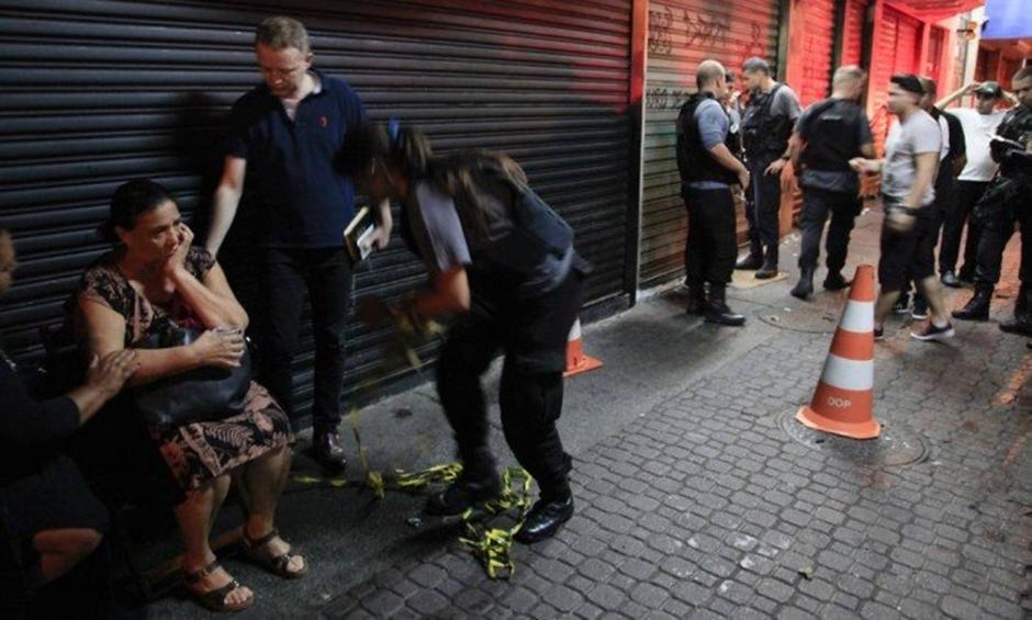 Tiroteio mata garçom e provoca pânico em foliões de bloco no Rio