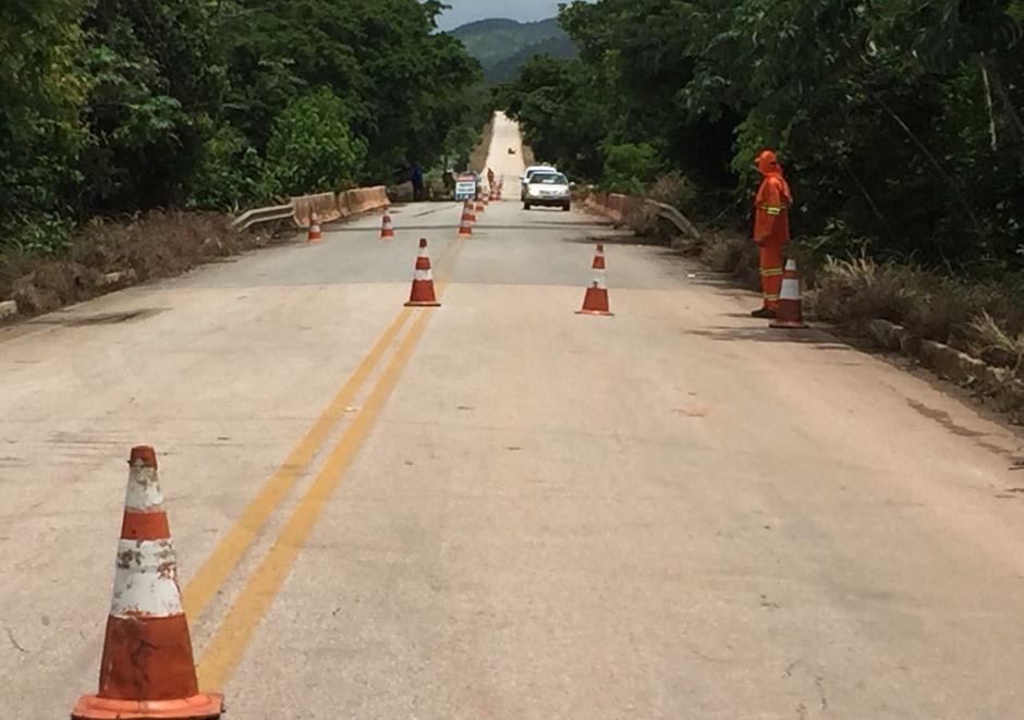 Meia pista é liberada na ponte sobre o Rio dos Bois, em Alto Horizonte