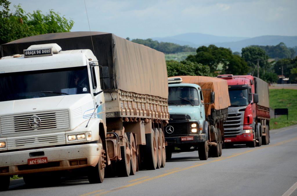 Caminhoneiros devem liberar rodovias em Goiás sob pena de multa