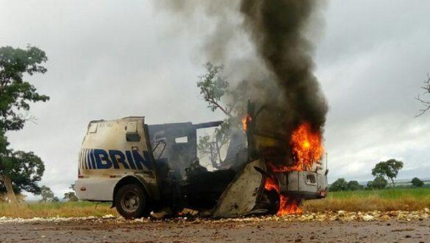 Carro-forte é explodido na BR-070, em Montes Claros