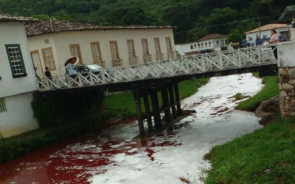 8eb0b6f95 Prefeitura de Goiás investiga se sangue que caiu no Rio Vermelho pertence  ao frigorífico da JBS