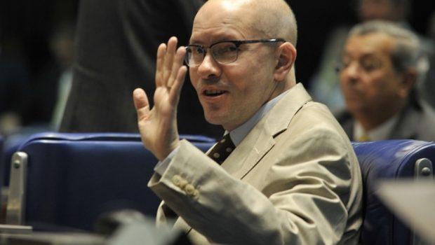 Demóstenes Torres ganha abono e recebe salário de R$ 218 mil
