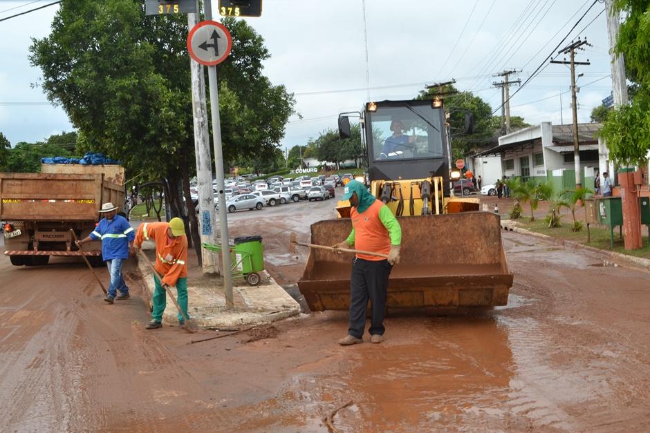 Chuva deixa ruas alagadas e causam diversos transtornos em Goiânia