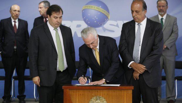 Temer assina decreto de intervenção militar na Segurança do Rio de Janeiro