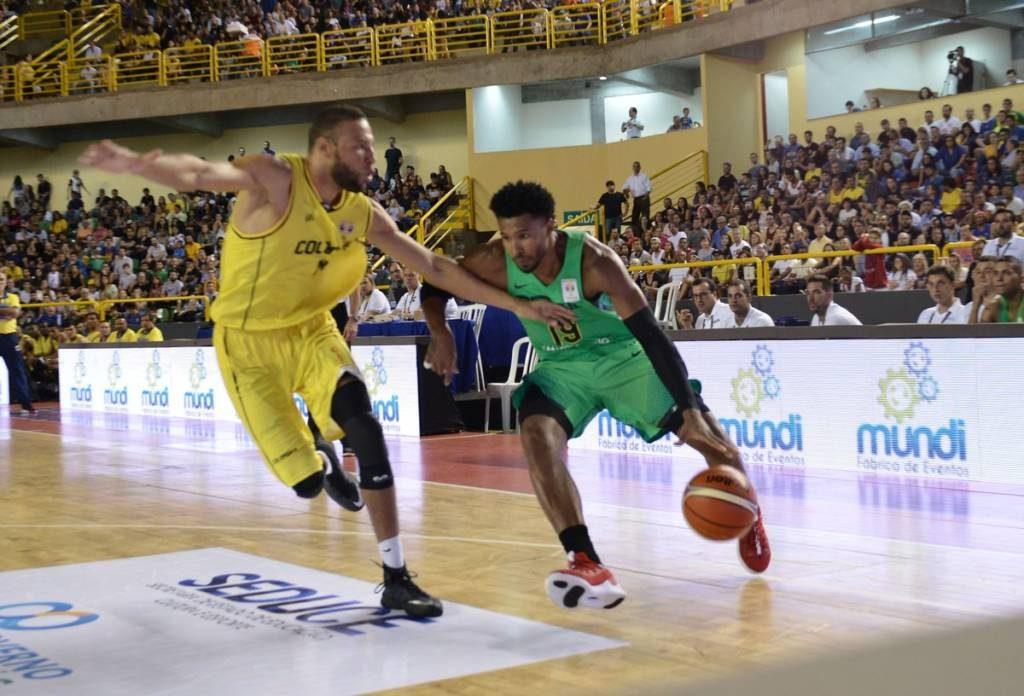 Brasil vence Colômbia nas Eliminatórias do Mundial de basquete, em Goiânia