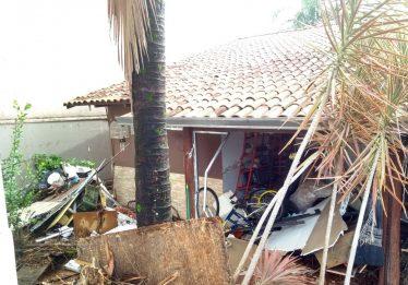 Forte chuva causa alagamento em residências no Jardim Atlântico, em Goiânia