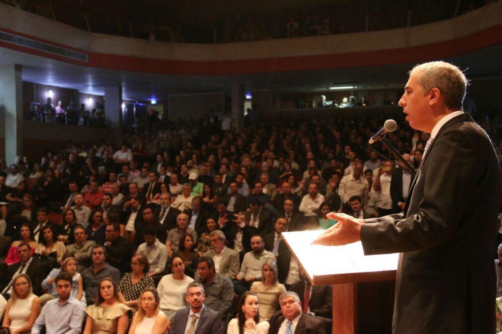 Governo empossa sete secretários; reforma continua até abril