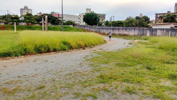 Praça de Esportes do Setor Pedro Ludovico completa cinco anos de abandono