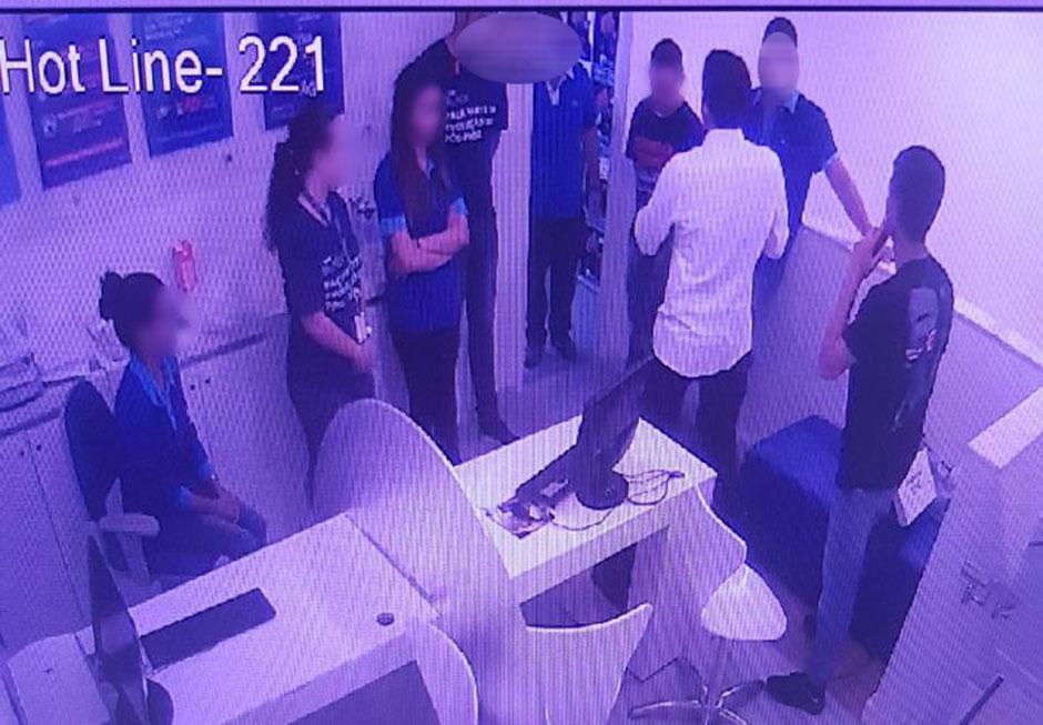 Bandidos assaltam loja de celular em shopping de Aparecida de Goiânia