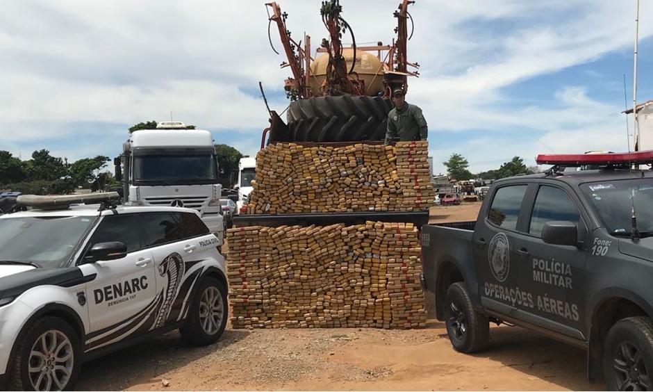 Operação integrada entre Polícia Civil e Militar apreende 2 toneladas de maconha em Serranópolis