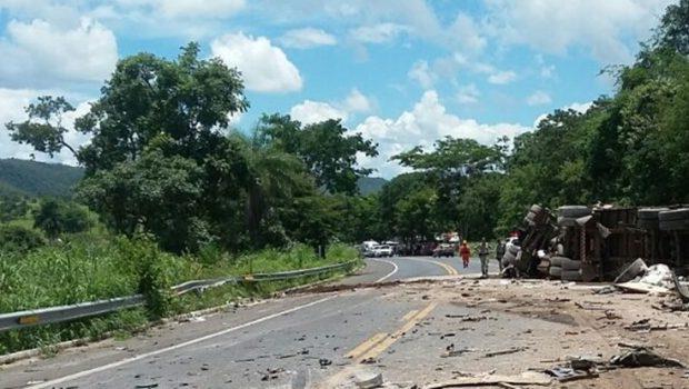 Motorista de carreta que se envolveu em acidente na BR0-020 não tinha habilitação necessária