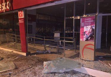 Agência bancária fica destruída após ação de criminosos em Bom Jesus de Goiás