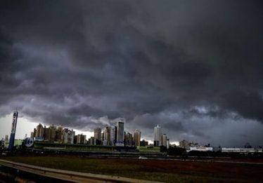 Em dois dias, choveu quase a metade do volume esperado para todo o mês em Goiânia