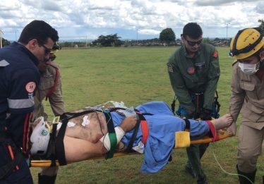 Motociclista tem perna amputada após colidir com carreta na BR-352, em Pires do Rio