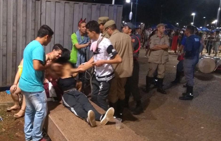 Adolescentes são flagrados consumindo drogas e álcool em festa na Praça Cívica