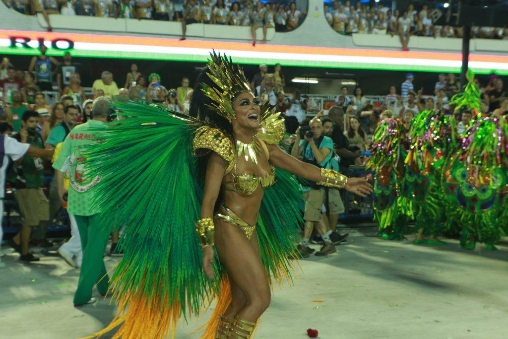Após 10 anos, Juliana Paes retorna como Rainha de Bateria da Grande Rio