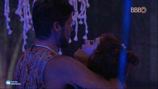BBB 18: Ana Clara e Breno se beijam novamente; Ayrton fica com ciúmes da filha
