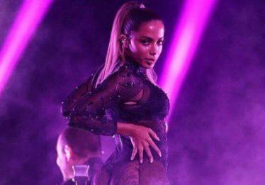 Com hérnia de disco, Anitta faz show acompanhada de fisioterapeuta