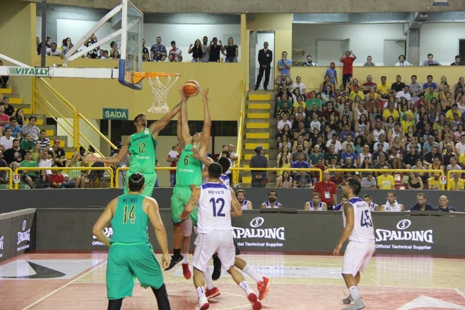 Brasil e Chile, em Goiânia, bate recorde mundial de público no basquete