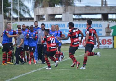 Atlético-GO vence o Anápolis e segue vivo no Goianão