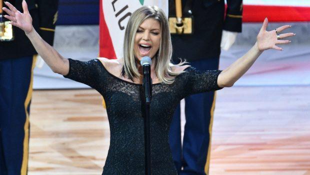 Fergie é criticada por interpretação do hino nacional dos Estados Unidos