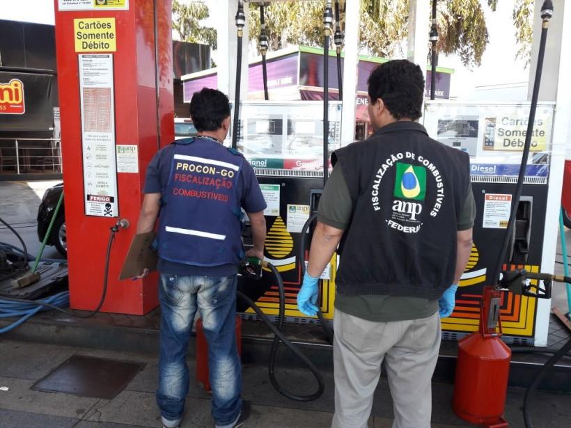 Procon Goiás autua dois postos de combustíveis em Goiânia