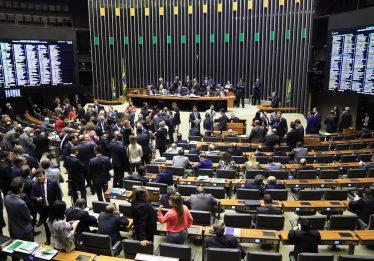 Câmara aprova intervenção no Rio, e texto segue para o Senado