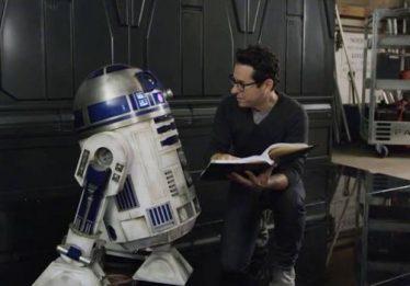 Roteiro de 'Star Wars: Episódio IX' está pronto, afirma J.J. Abrams