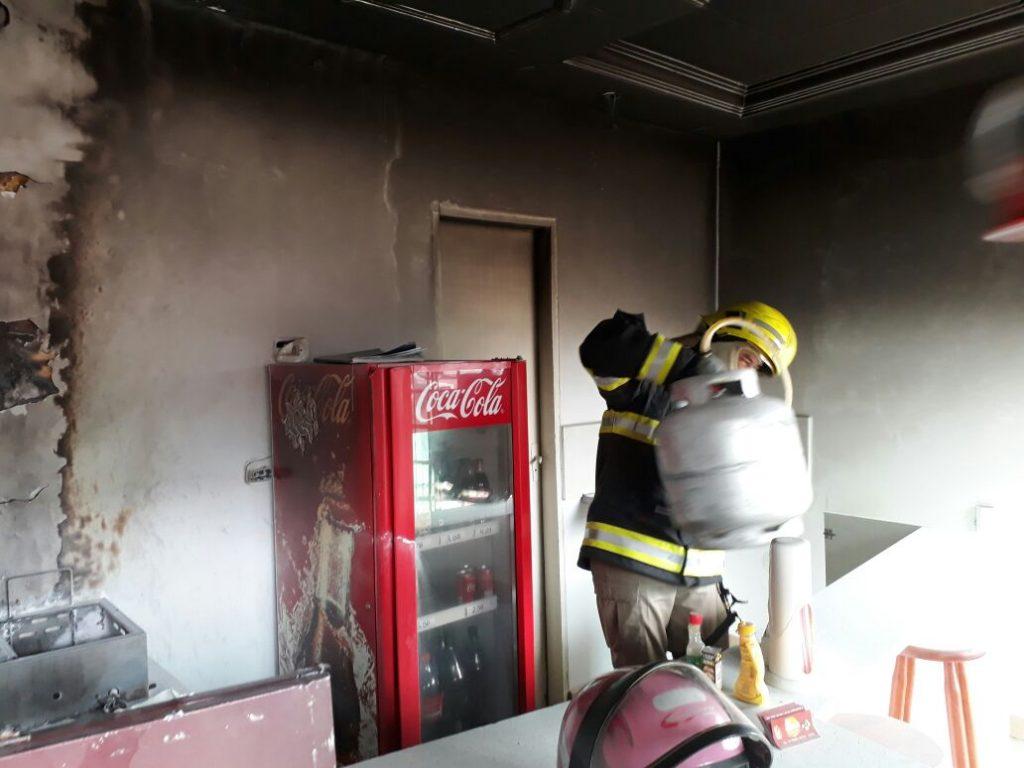 Lanchonete pega fogo no município de Ceres (GO)