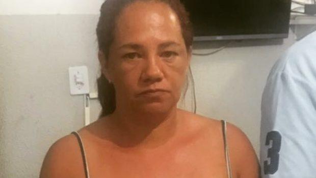 Mulher é presa após confessar ter matado o marido com um golpe de machado, em Santo Antônio de Goiás