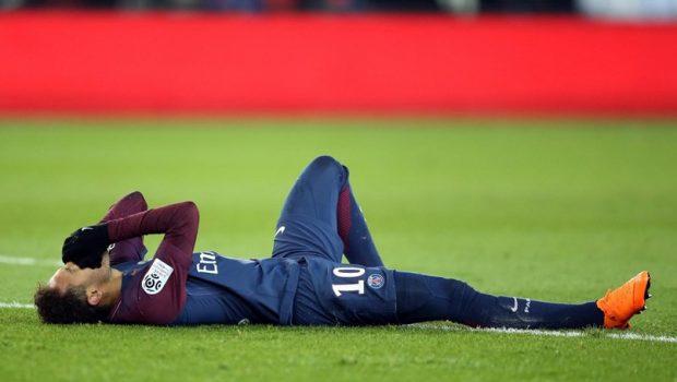 Com lesão após jogo, Neymar passará por exames nesta segunda