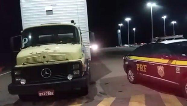 PRF recupera caminhão roubado na BR-060