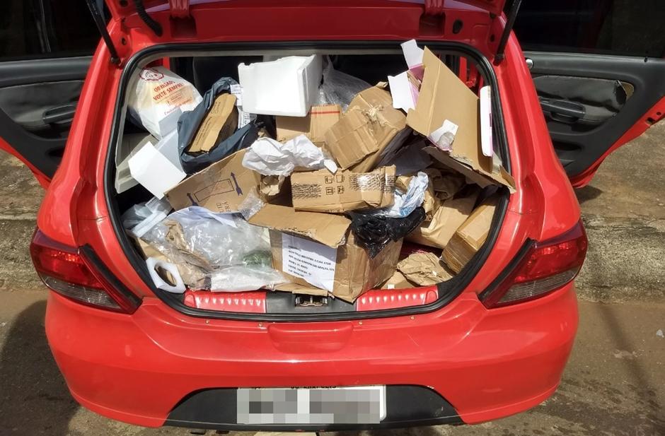 Dois homens são presos após roubar carro dos Correios, em Goiânia